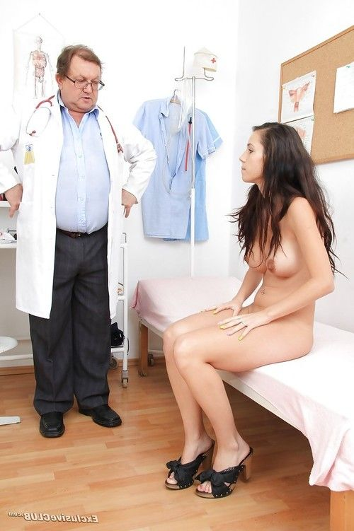 Brunette with big tits Maya goes to her passionate doctor for check up