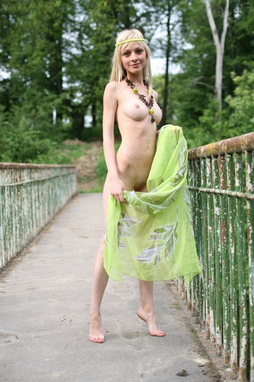 Blonde babe exposes herself outdoors