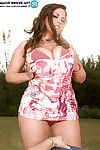 Cute plumper Taylor Steele brings out fat boobs and butt for hot outdoor sex