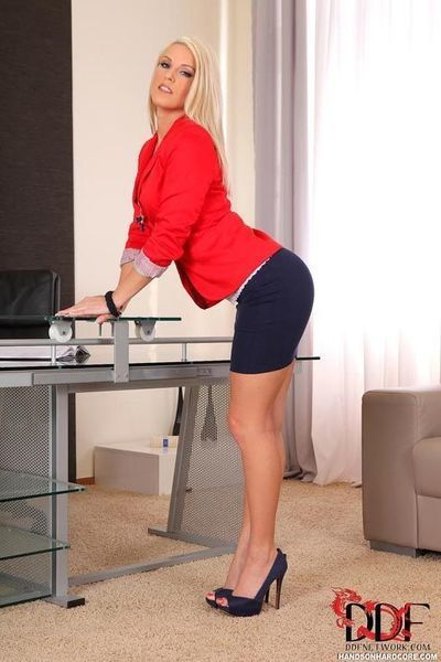 Golden-haired Lasses Benefits from Royally Gangbanged In A Untamed Office Threesom