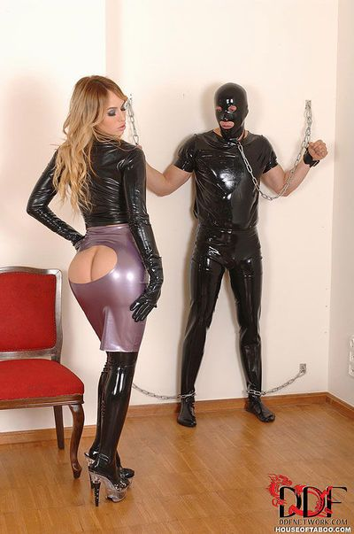 Latex adorned domme Aleska Diamond coaxing cumshot after oral sex