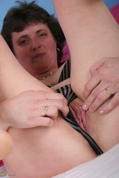 Horny mature slut getting off on herself