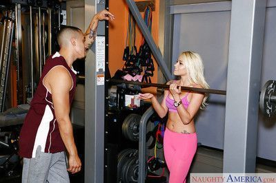Sporty blonde with tattoos Marsha May screws right after workout
