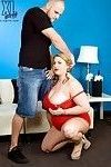 Chubby babe molly howard goes down on knees for sucking