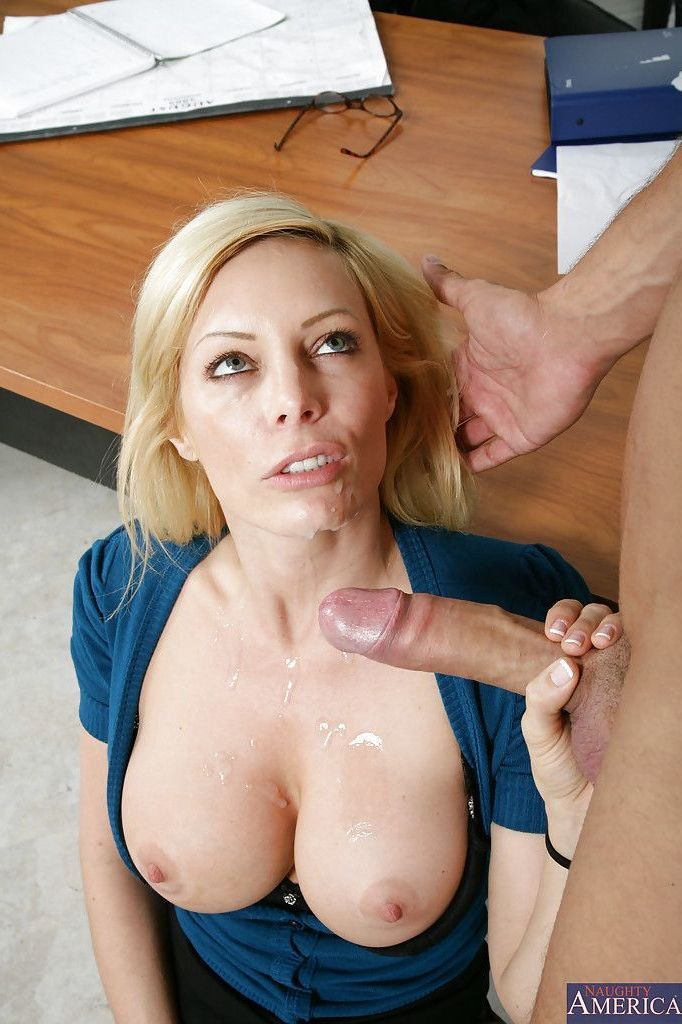 Chubby holly jayde plays with sex toys 3