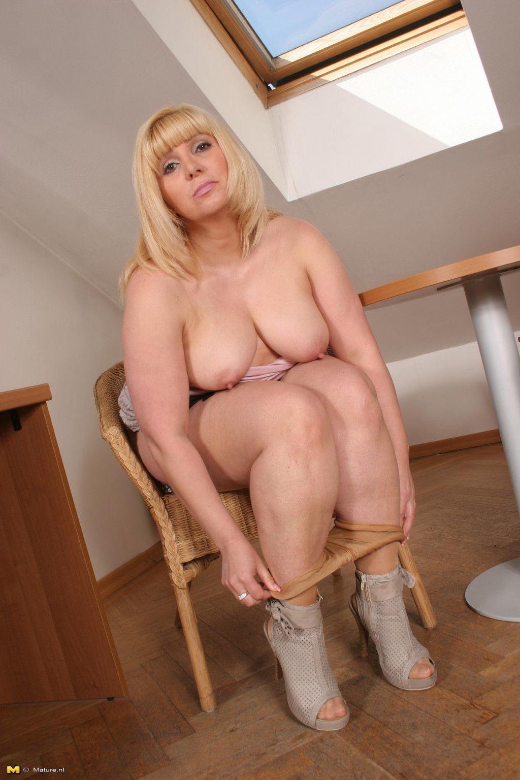 Hot blondes porn videos