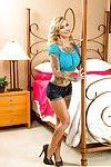 Babe milf Kleio Valentien is showing off her amazing naked shape