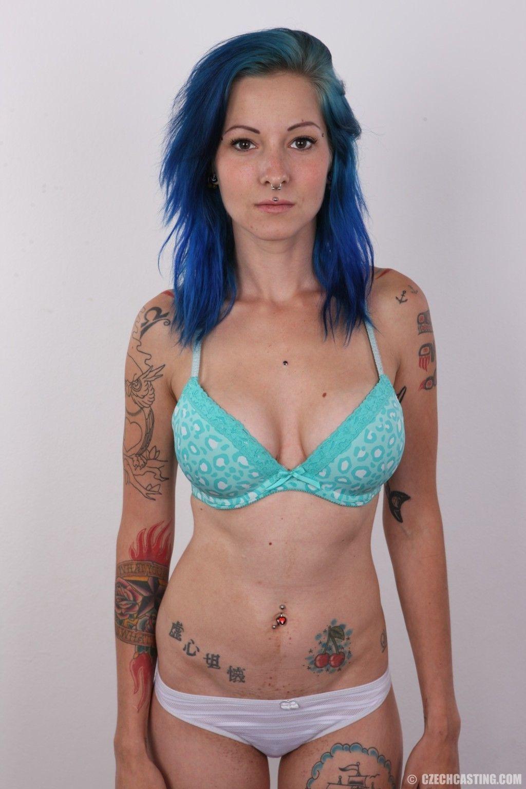 Actriz Porno Con Tatuaje En Las Tetas tatuado amateur chica con grandes tetas en coño porno fotos