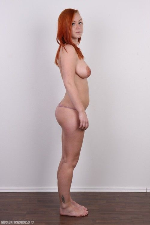 Curvy redhead posing in  casting pictures
