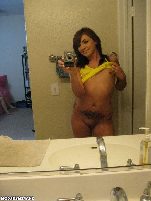 Happy girlfriend pleasing selfies of wet crack for boo