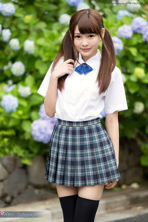 Gal Japanese schoolgirl in pigtails shows exposed waste in no underclothes upskirt