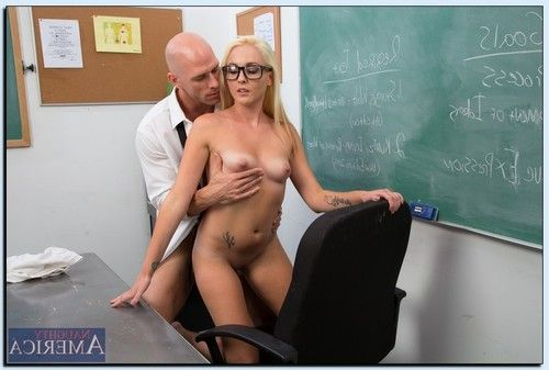 Glamorous coed in glasses Ashley Stone attains bonked and takes a facial ejaculation