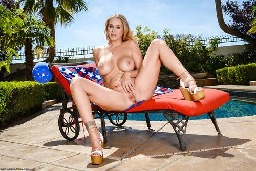 Established lass Julia Ann freeing weighty pornstar meatballs from bikini by pool