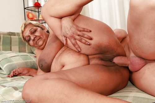 Fatty grown up gives a facefucking and attains her love-cage slammed hardcore