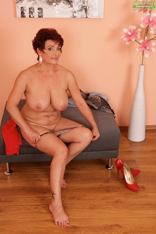 Melodious fatty Jesica Perspired baring giant pantoons and playing with dick expand muff