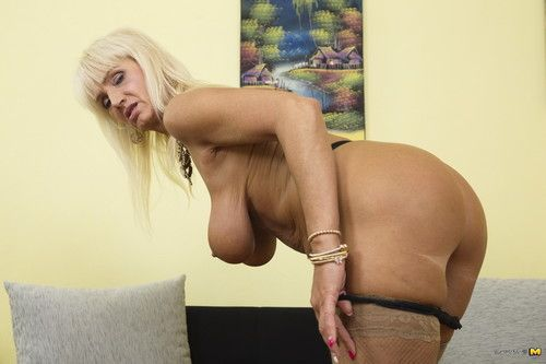Ache housewife playing alone