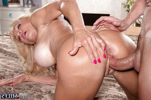 Buxom blond full-grown Cara Reid giving bj previous to hardcore astonishingly and jizz flow