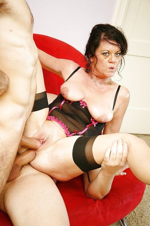 Cock-starving older in nylons De Bella has some 2 fucked liking