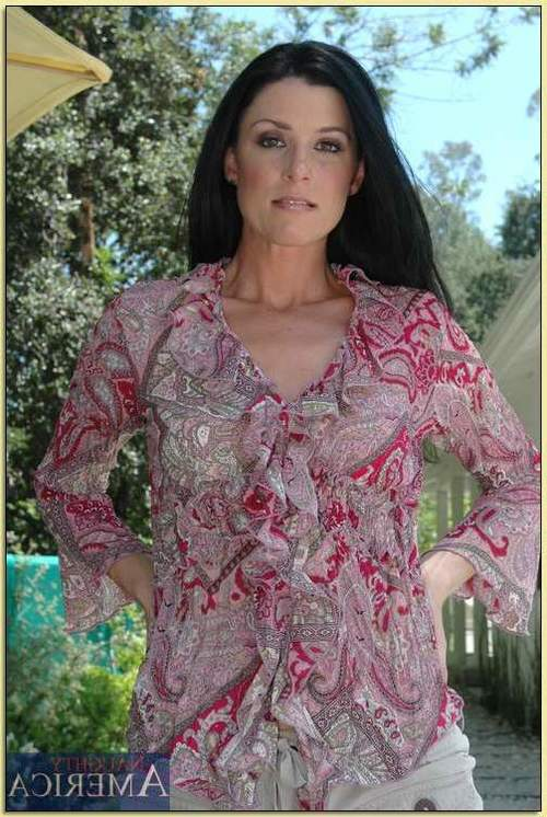 Seasoned lady in beige underware India Summer disrobes and amplifies outdoor