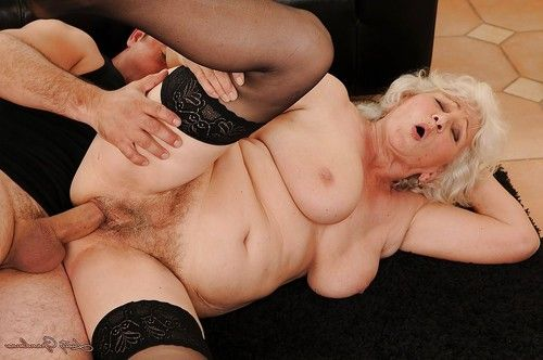 Jizz-starving established in  gives head and benefits from shagged hardcore
