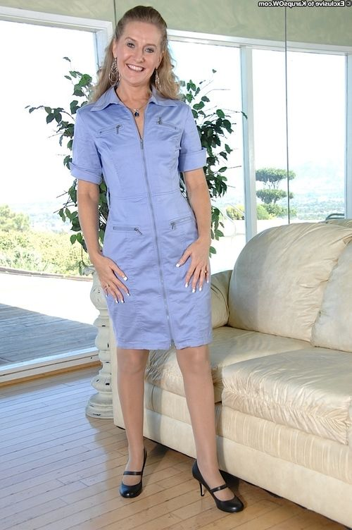 Stocking clothing adult dame Sara James showing off upskirt a-hole in high heels