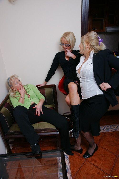 3 female-on-female seasoned ladies having a gathering
