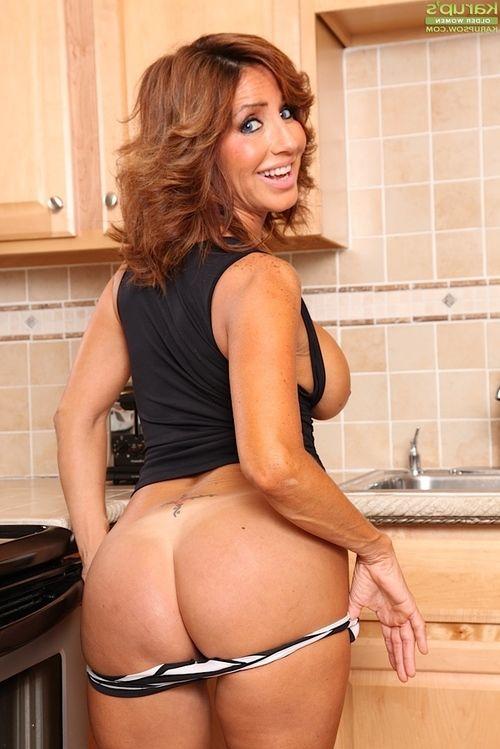 Mature Latina chicito Tara Holiday erotic dancing unclothed in kitchen for masturbation session