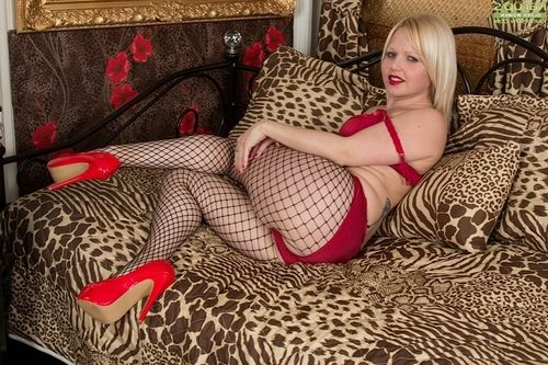 Mesh stocking  ready European lady Sophie May swelling labia lips