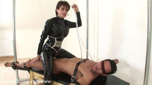 Nasty lady sonia screws in cock rubber catsuit