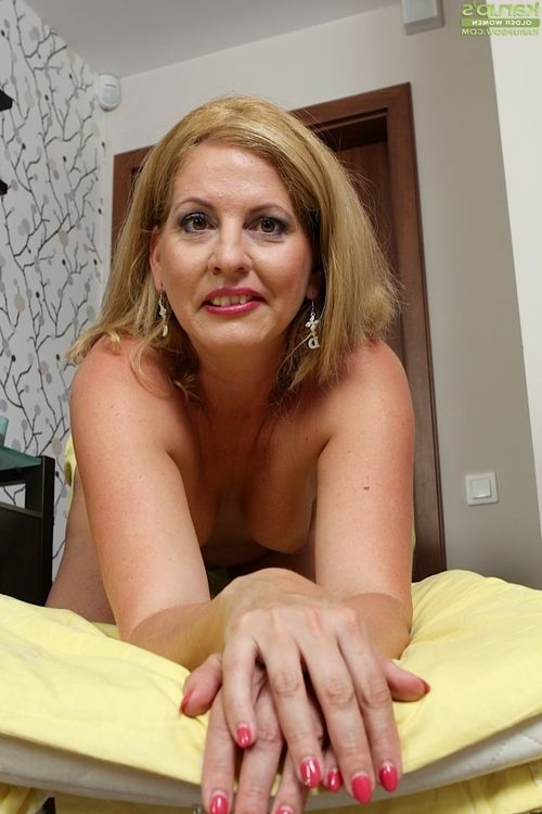 Astonishing ripe hottie Laura Oswald shows her appealing miniscule boobies
