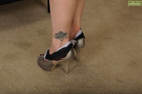 Placid fairy dame Cameo posing solo in shorts and high heels