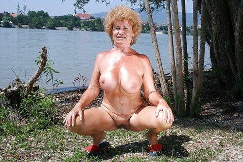 Fatty full-grown with vast meatballs erotic dance off her clad outdoor