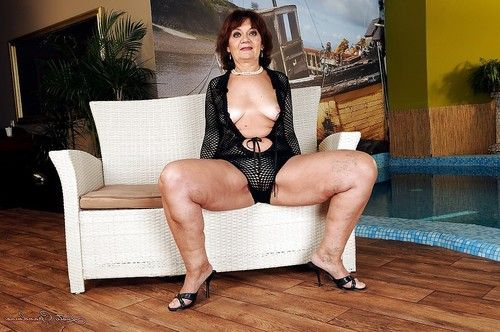 Fatty grandpa on high heels erotic dance and amplifying her legs