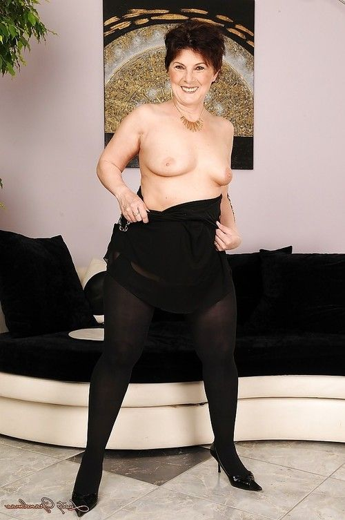 Fatty adult in  entrancing off her underware and widening her legs