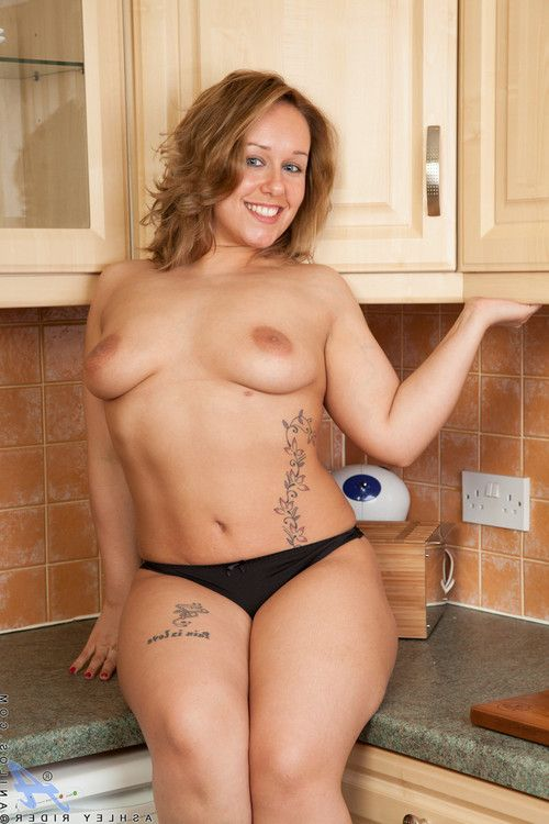 Rounded housewife with biggest areolas swells accessible her bendy skinhead pu