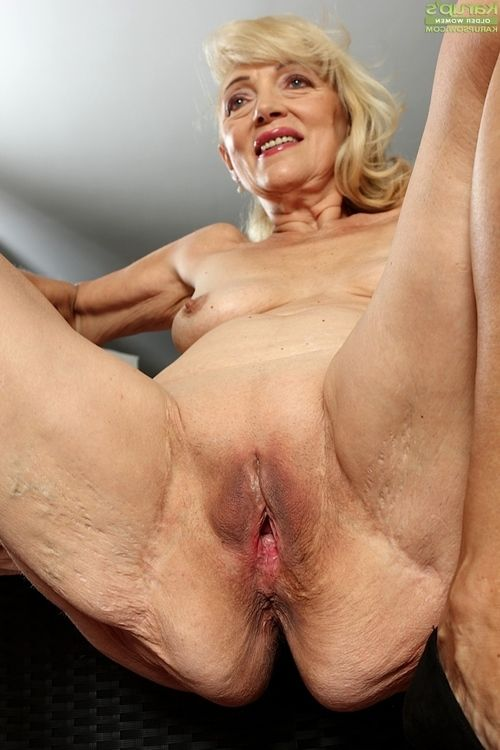 Ready golden-haired woman Janet Lesley revealing saggy marangos and bald gentile