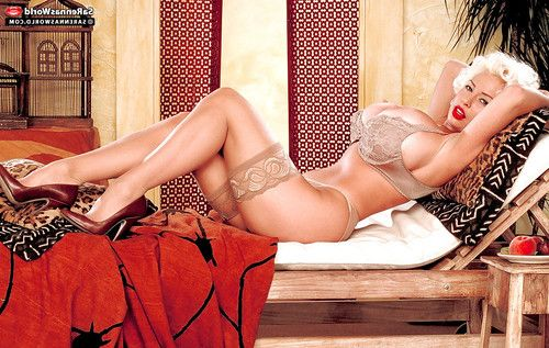 Stocking garbed melodious pornstar SaRenna Lee unleashing raw knockers