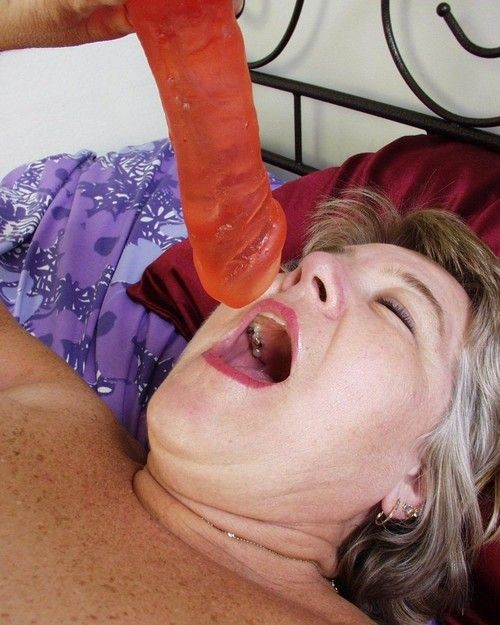 Bbw grandpa toying her old twat