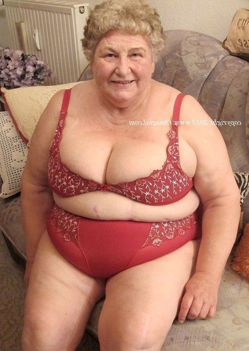 Curvy bare old woman play