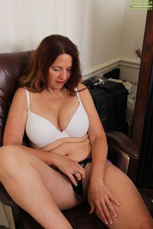 Breasty full-grown Bobby Jackson shedding cylinder and underware during undressing