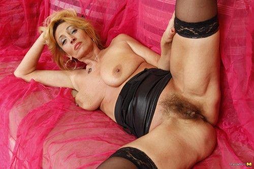 Lewd milf showing her hirsute fur pie