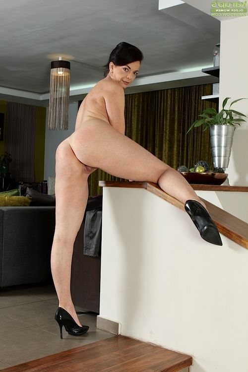 Leggy non bare grown lady Zoe Gyro baring miniscule mambos at the same time as erotic dance in nature
