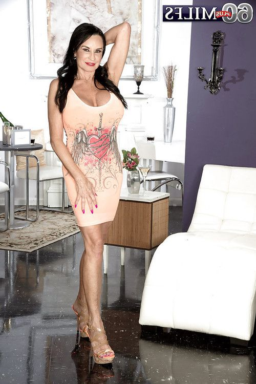 Boobsy mature Rita Daniels showing off wish legs even as toying anus
