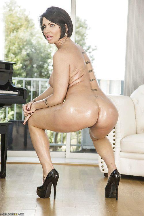 Grown Latin chico Shay Fox exposing biggest anus in clammy close ups