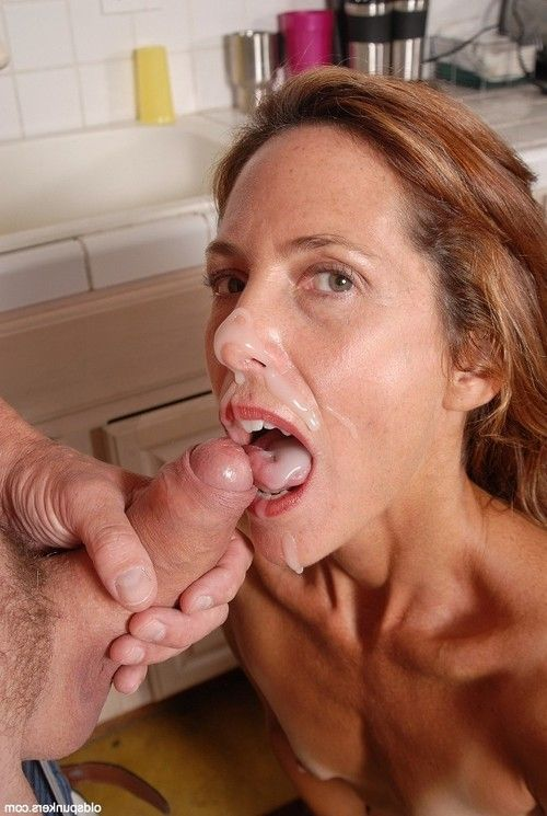 Willowy seasoned woman Sherry having nipps sucked and labia lips supple