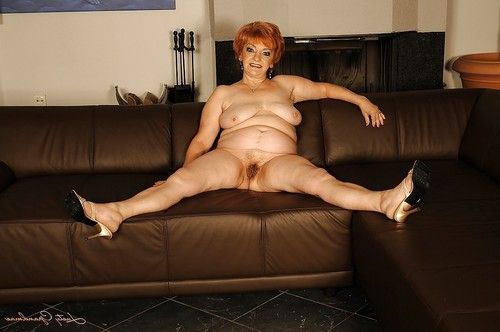 Breasty grandpa on high heels shows her fatty body and her shaggy cum-hole