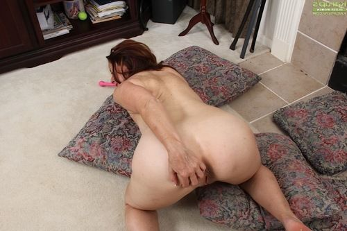 Mature fatty Bobby Jackson toying and stroking  cooter