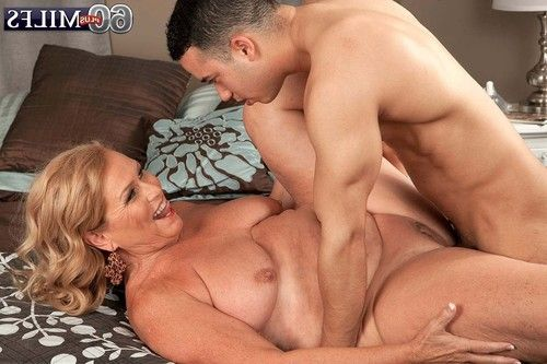 Curvy elderly alice likes younger ramrods to fuck