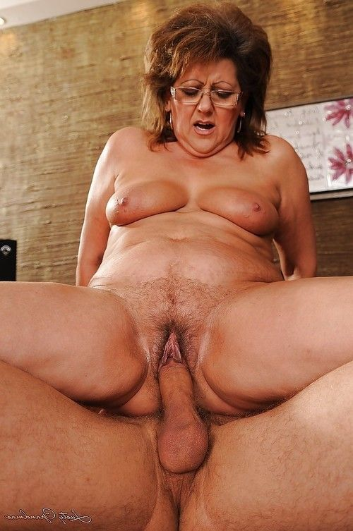 Fat mature has some cunnilingus and smoking having benefit from with a younger guy