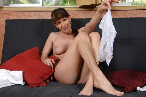 Boobsy full-grown broad Alexandra Silk sliding underclothing over waste and legs